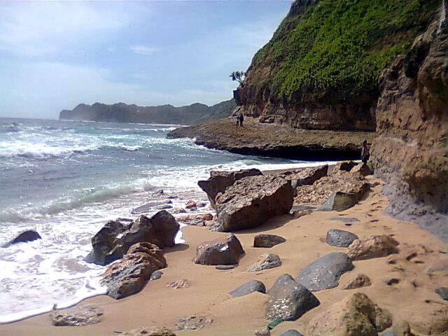 Banyu tibo karang sebelah timur Pacitan