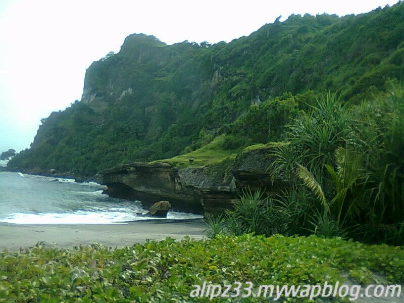 Bukit kanan pantai tawang katipugal pacitan