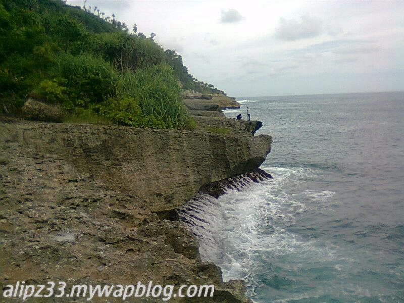 Bukit kiri pantai tawang katipugal pacitan