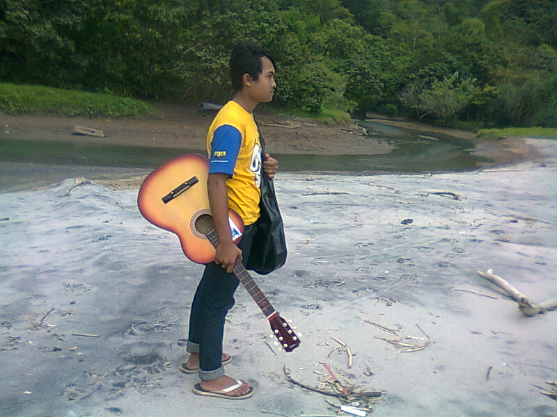 Edi Pantai Srengit pantai pacitan