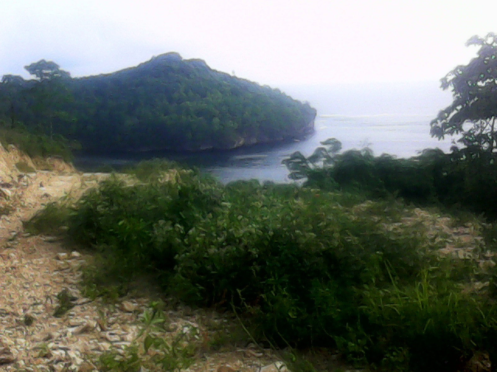 Pantai dekat lokasi pelabuhan pantai pacitan