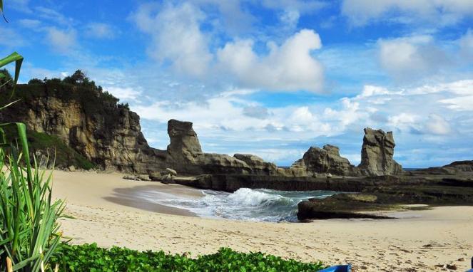 Pantai-Klayar-Landscape-pantai-pacitan