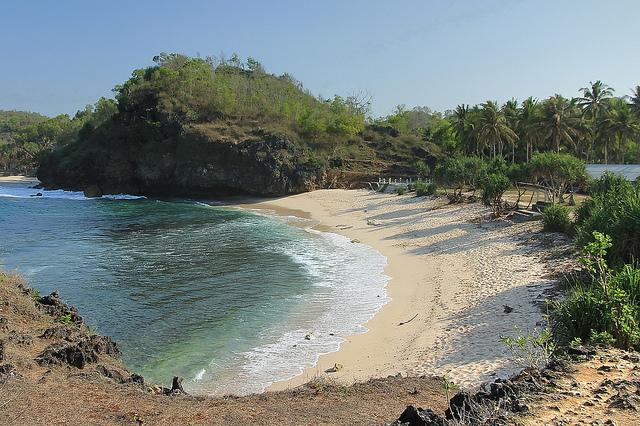 Pantai-Saru-bagian-barat-pantai-pacitan