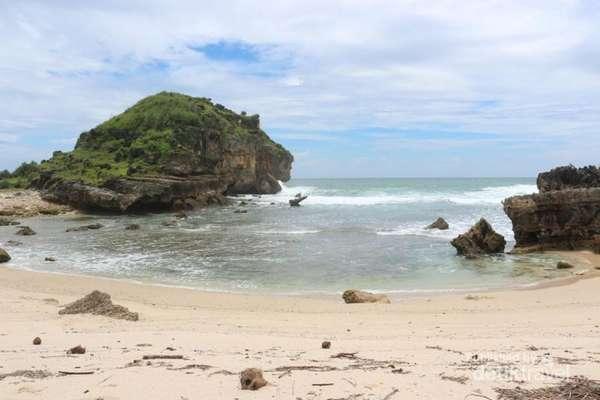Image result for Pantai Sruni