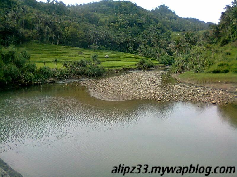 Sungai berbatu pantai tawang katipugal pacitan