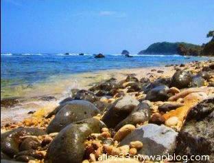 Bebatuan pantai pidakan jetak tulakan pacitan
