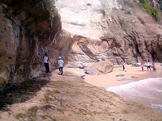 Bebatuanlokasi pasir 2 pantai banyu tibo pacitan