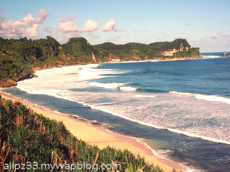 Panorama bukit timur dari pantai nampu pacitan