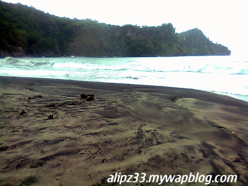 Pantai srengit pasir hitam pantai pacitan