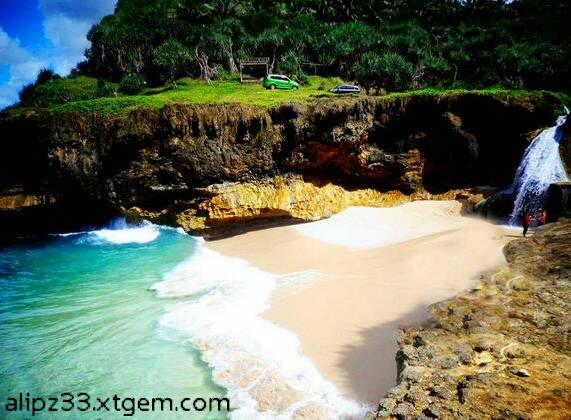 Pantai-banyu-tibo-dari-kiri-pantai-pacitan