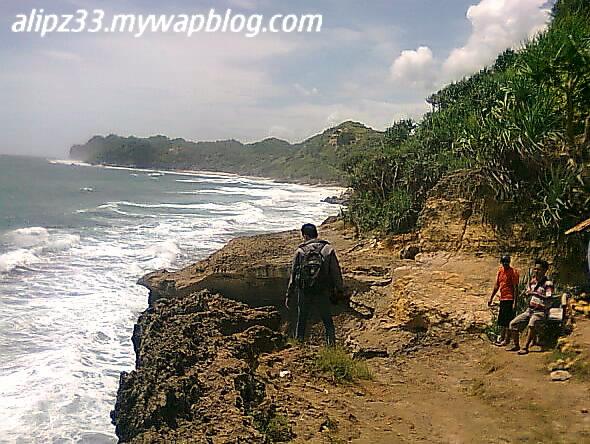 Tebing curam barat pantai banyu tibo pacitan