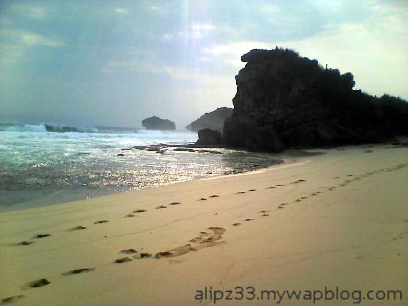 batu mirip kepala semar - wisata pantai sruni jlubang pringkuku pacitan