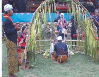 gambar foto upacara adat ceprotan