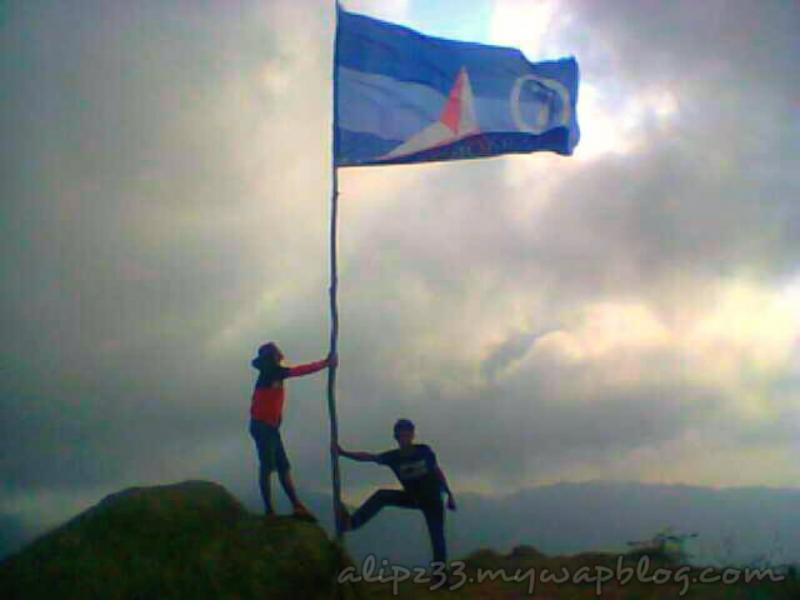 gunung lanang pacitan bendera demokrat