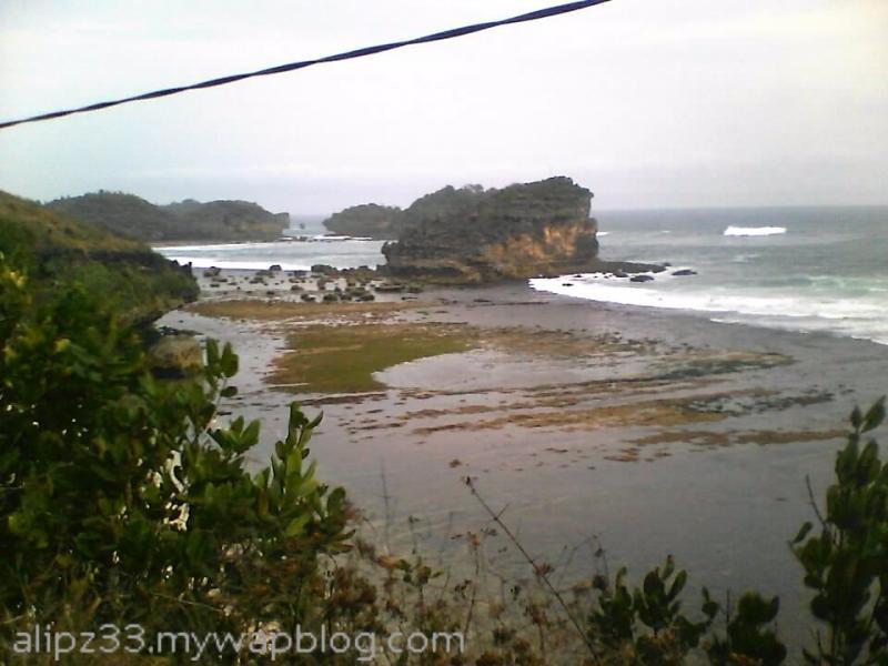karang timur pantai ngalian pringkuku pacitan
