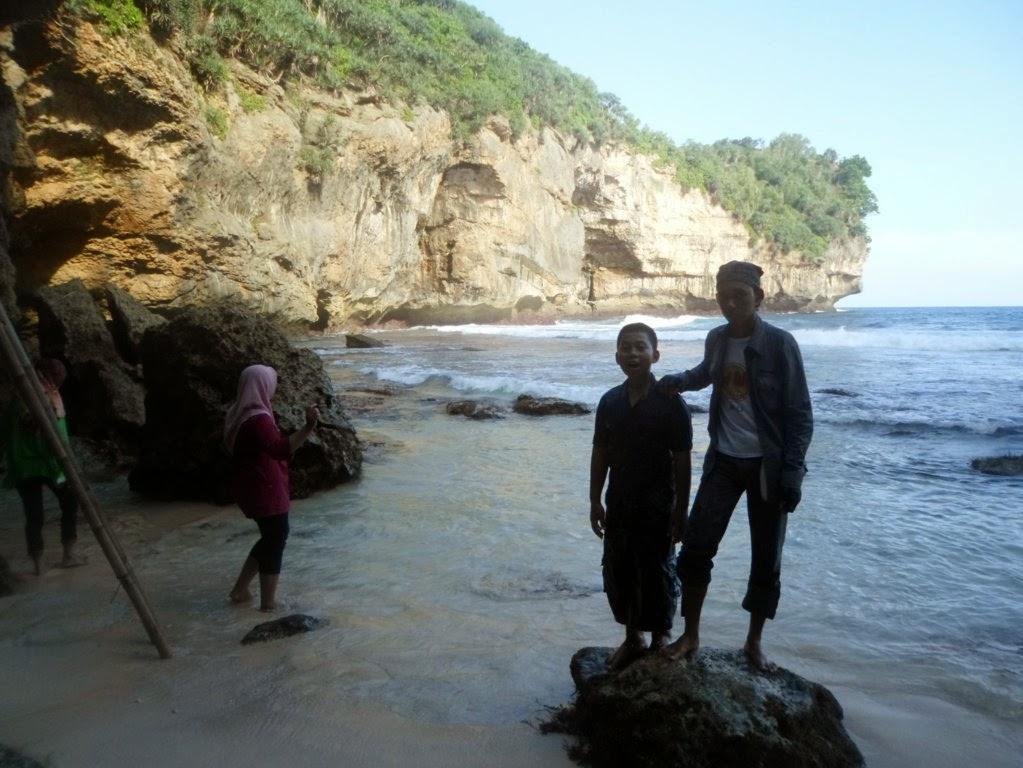 pantai patuk / ngandan poko pringkuku Kabupaten Pacitan Jawa Timur