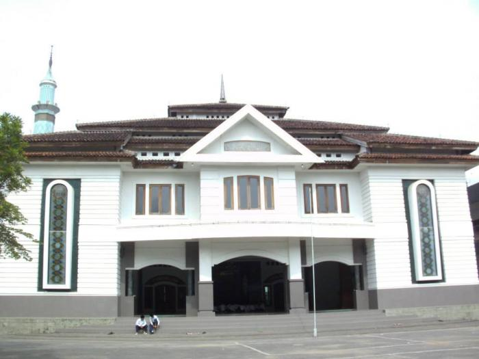 Madrasah depan masjid pondok tremas pacitan
